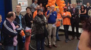 Kringloopwinkel 'De Springplank' in Zoetermeer door wethouder geopend